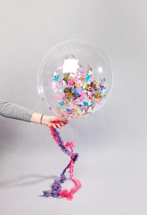 decoracion con globos rellenos de confeti