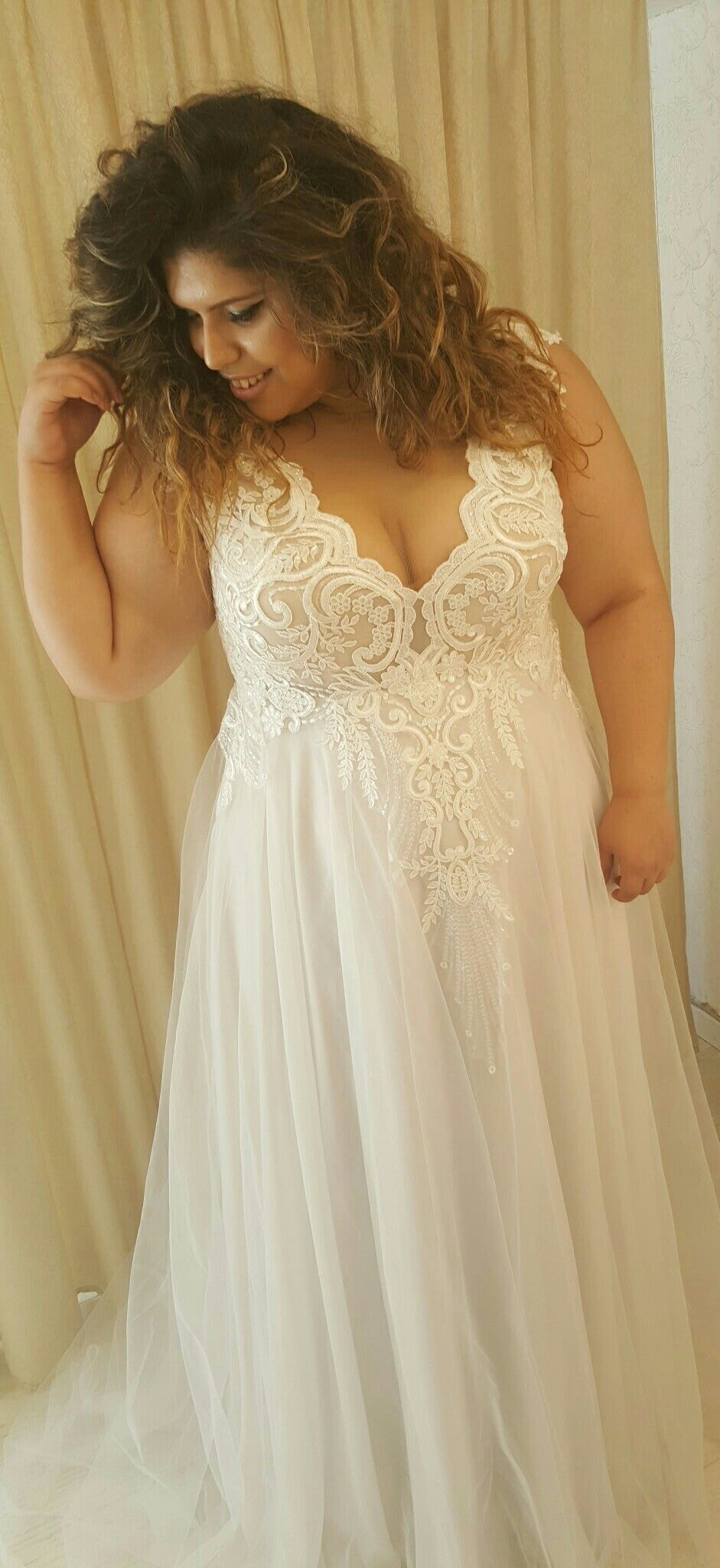 Plus Size Wedding Gown With Lace Top And Tulle Skirt Tracie Fittings Studio Levana Plus Size Wedding Gowns Plus Wedding Dresses Lace Applique Wedding Dress [ 2048 x 941 Pixel ]