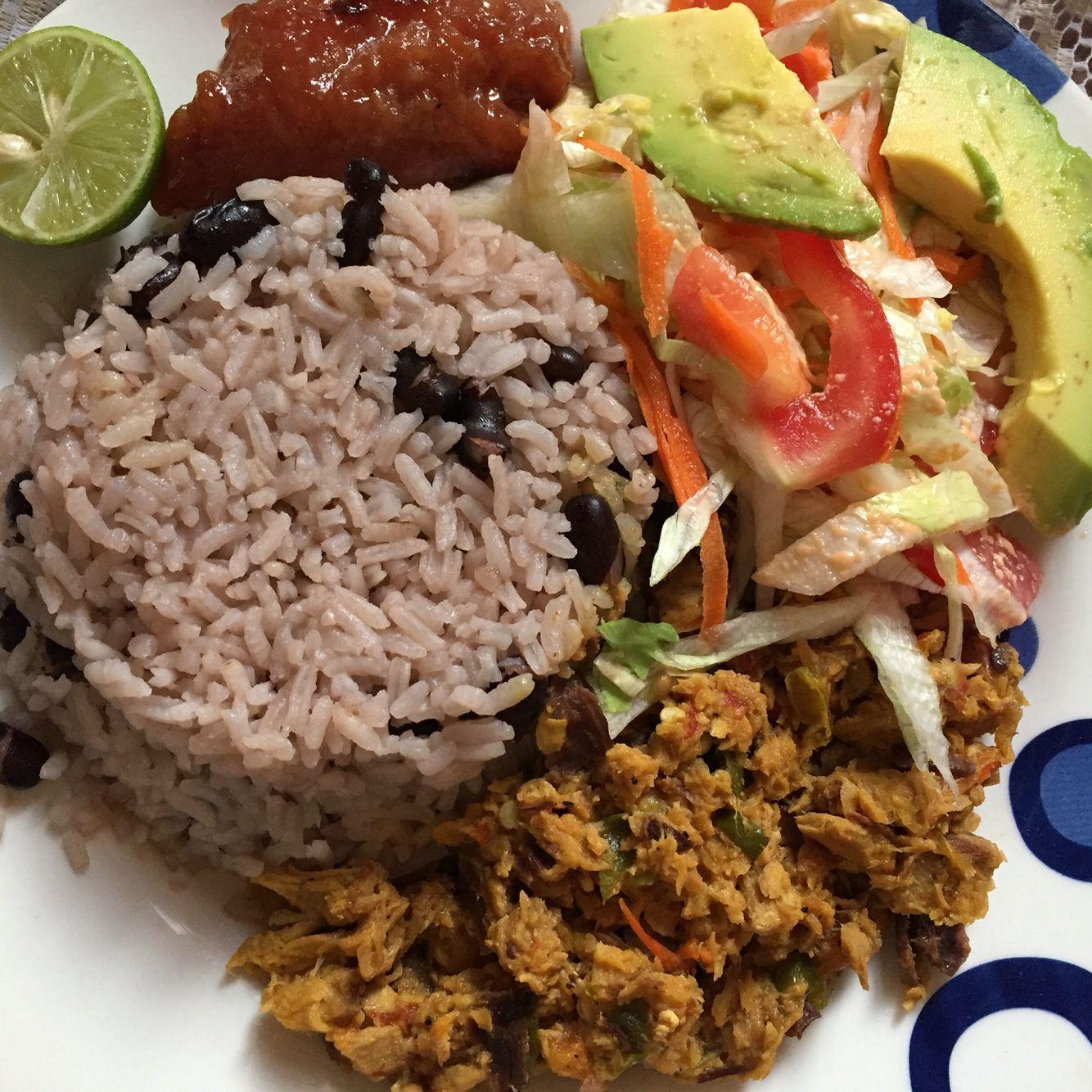 Plato del Caribe colombiano: salpicón de Tollo, arroz con ...
