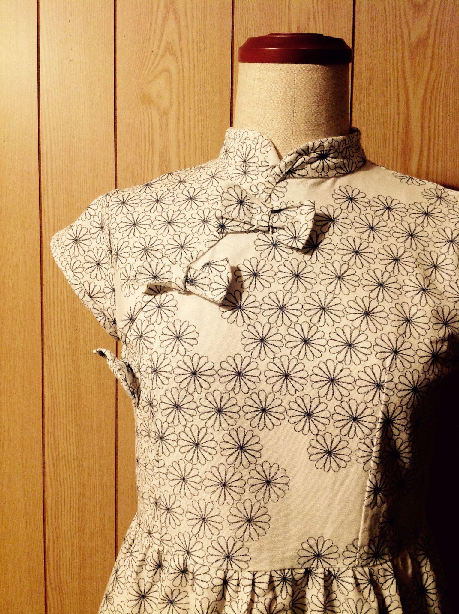 デイジー柄のホワイトチャイナワンピース White daisy China dress