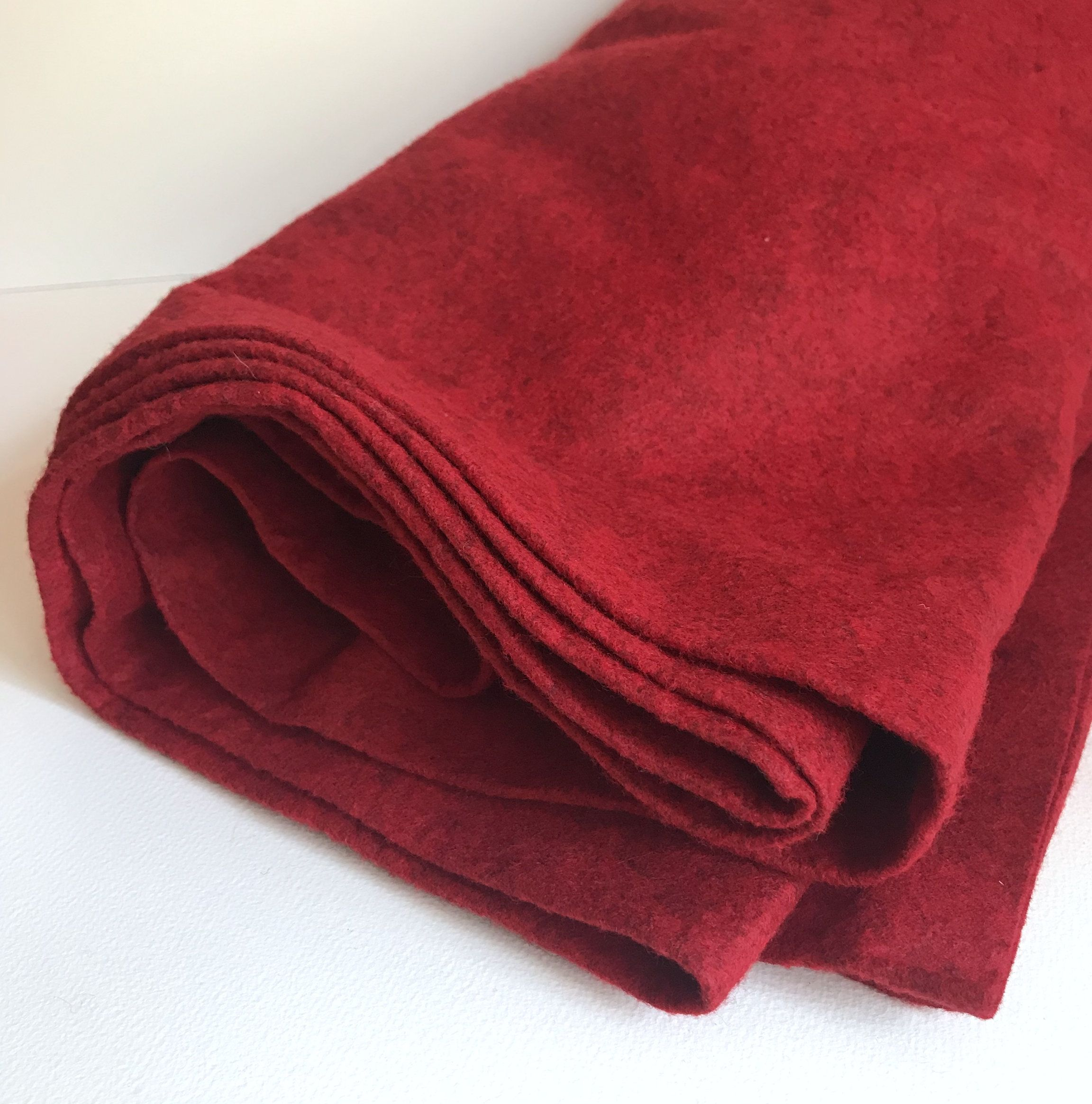 Red 100 Wool Felt Fabric By The Yard Rusty Red Wool 1 Yard X 37 Wide Vintage Heathered Wool Fabric Piece 1946 In 2020 Wool Felt Fabric Felt Fabric Wool Felt