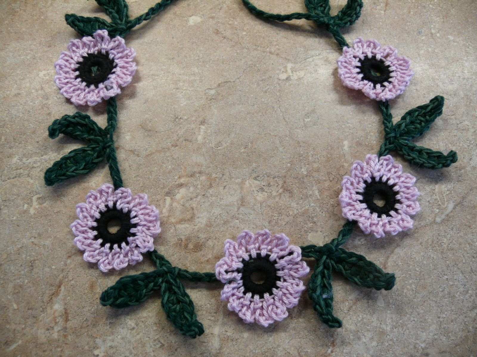 Summer Flowers in Your Hair? Free Crochet Daisy Chain Pattern ...