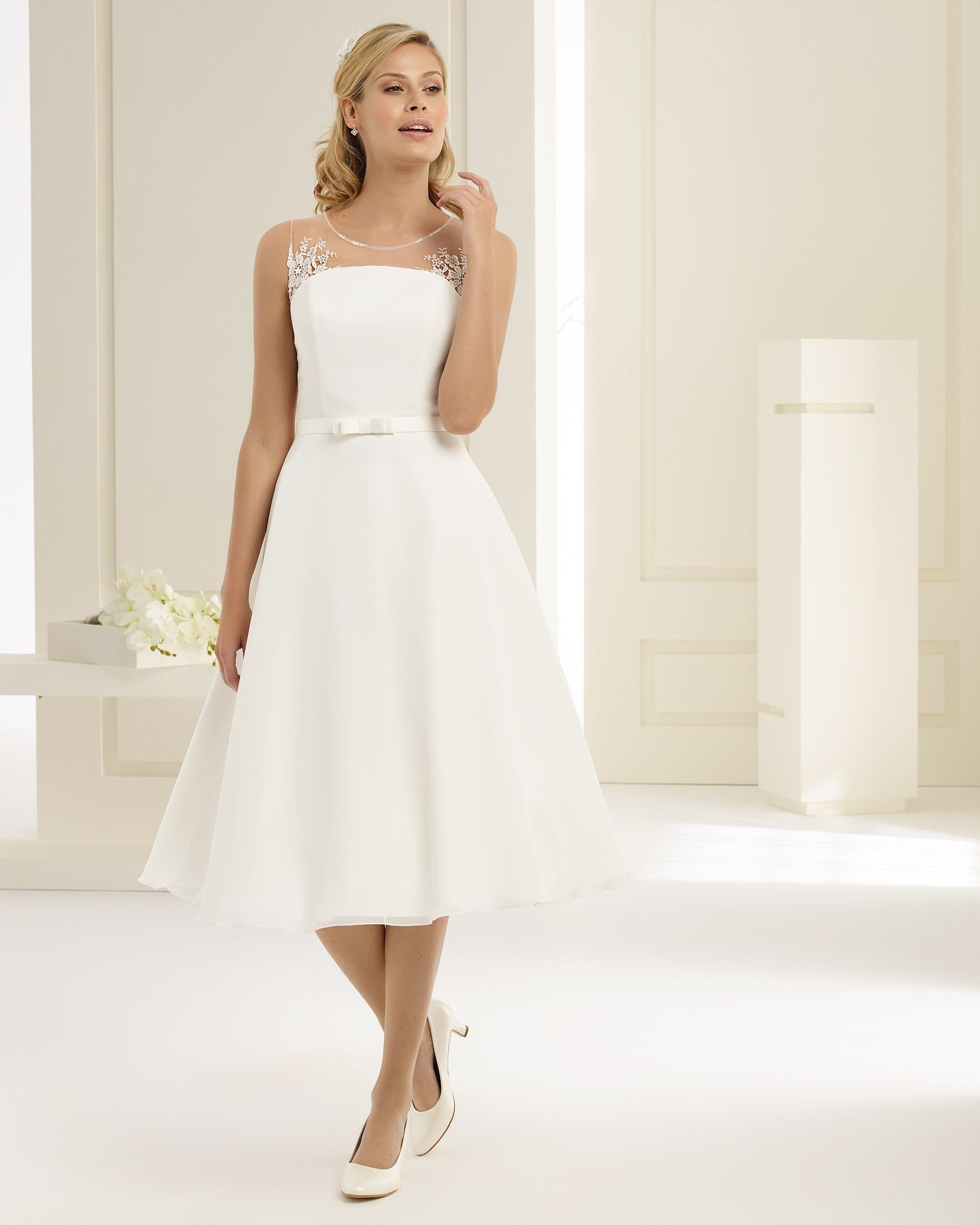 robe de mariée courte mousseline et dos nu | Robes de mariées Bianco ...