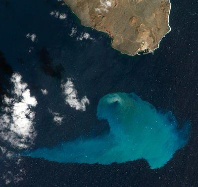 Unterwasser Vulkanausbruch Farbt Meer Grun Eruption Des Vulkans Vor Kanareninsel El Hierro Wissenschaft Forschung Geo Volcano Photos Canary Islands Volcano