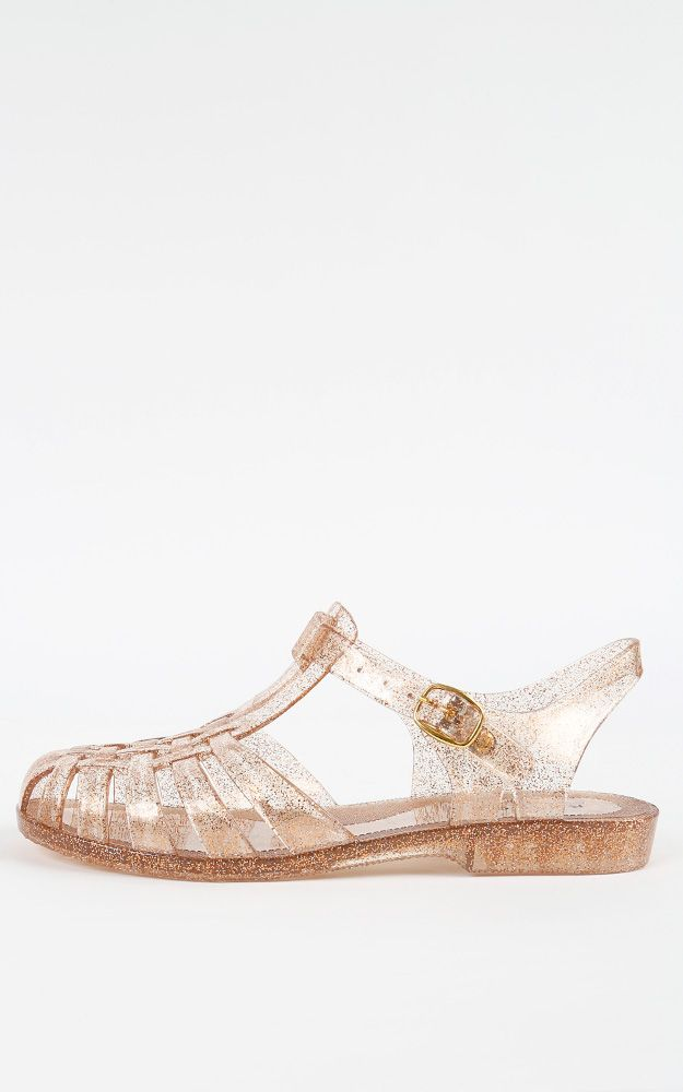 Metallic jelly sandals! How fun!  | MakeMeChic.com