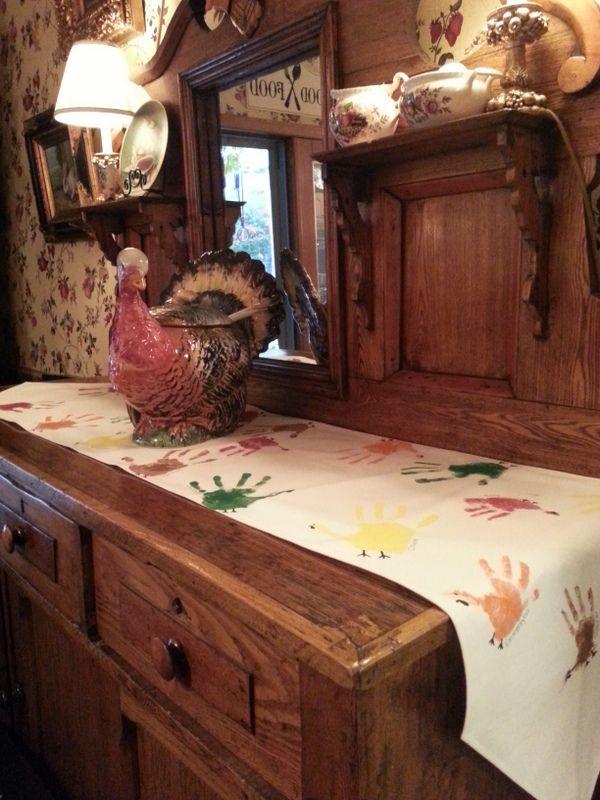 Handprint Turkey Table Runner #handprintturkey