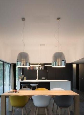 Eetkamer • modern • houten tafel • hanglampen • design ...
