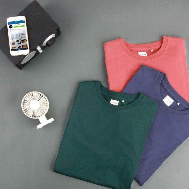 #컬러 감에 주목하게 되는 심플한 #라운드 #티셔츠 의 매력! 티셔츠를 구매하시면 #클러치 로 사용 가능한 #파우치 는 덤!  #2015 #SUMMER #티아이포맨 #tifm #seoul #city #ootd #Tshirts #clutch #mensfashion #남친룩 #cool #styling #옷스타그램 #멋스타그램