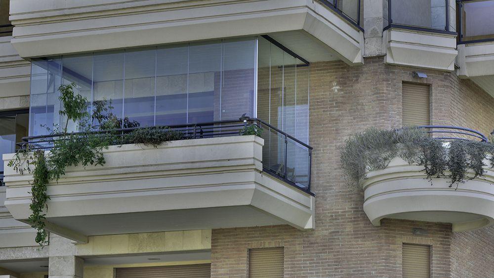 Chiusure con vetrate panoramiche scorrevoli veranda pinterest verandas and patios