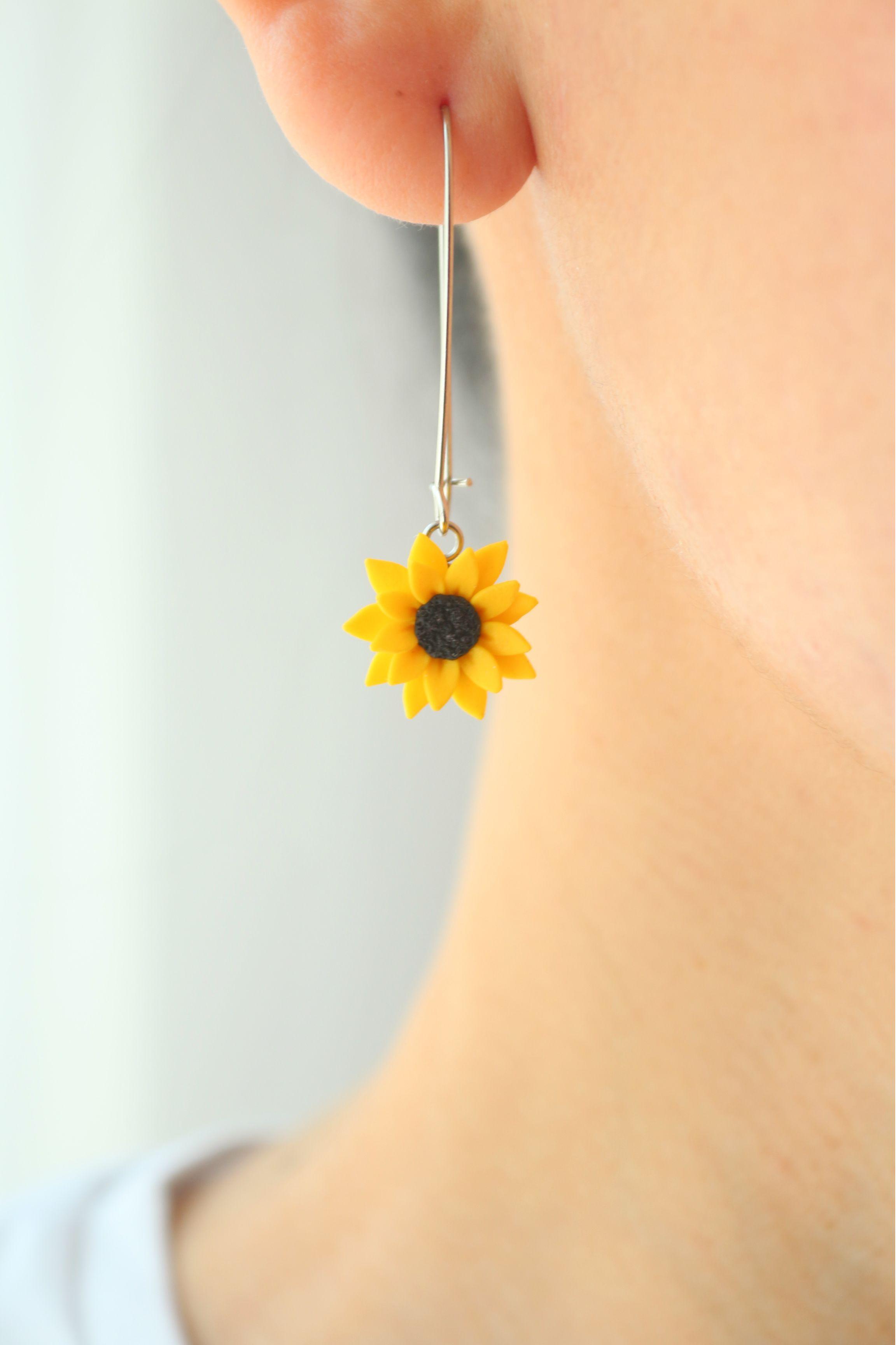 Leaf Earrings White Daisy Earrings Best Friend Gift Flower Resin Earrings Gift for Her Daisy Charm Earrings Daisy Flower Earrings