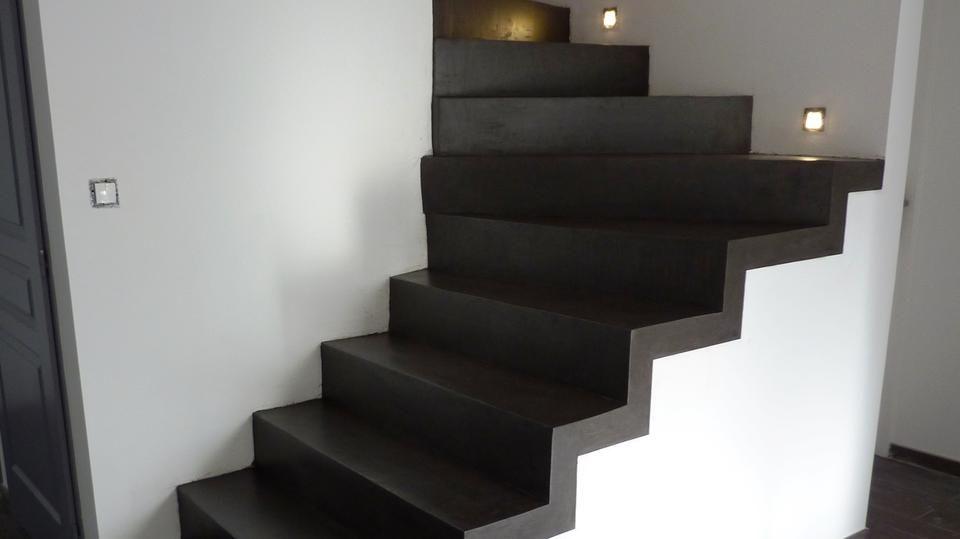 Escalier en béton sur mesure, finition béton minéral \