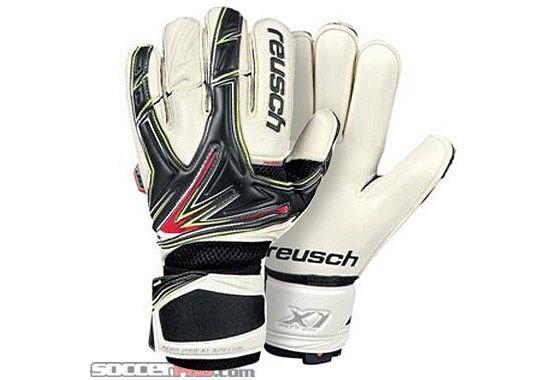 Reusch Goalkeeper Gloves And Jerseys Fast Shipping Soccerpro Com Goalkeeper Goalkeeper Gloves Goalie Gloves