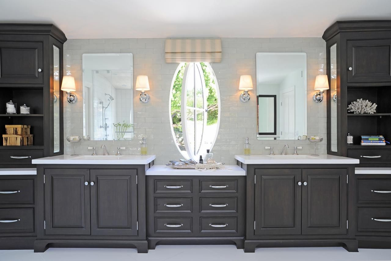 The 14-foot-long vanity in this luxurious master bathroom ...