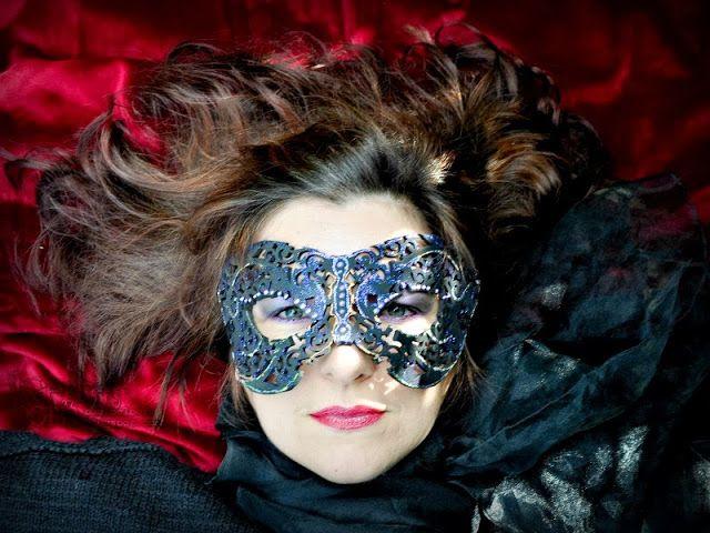 Baerbel Born DIY: Mysterious masquerade