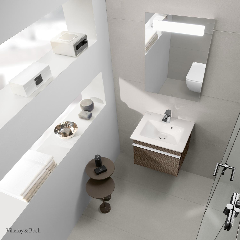 Do You Want To Set A Design Statement In Your Guest Bathroom Go For It A Small Room Still Gives In 2020 Badezimmer Klein Kleines Bad Mit Dusche Badezimmereinrichtung
