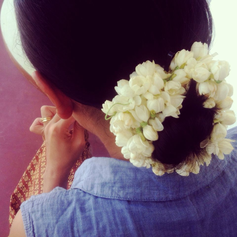 Jasmine flower garland hairdo hair hairstyle inspiration wedding jasmine flower garland hairdo hair hairstyle hair garland flowers in hair jasmine izmirmasajfo