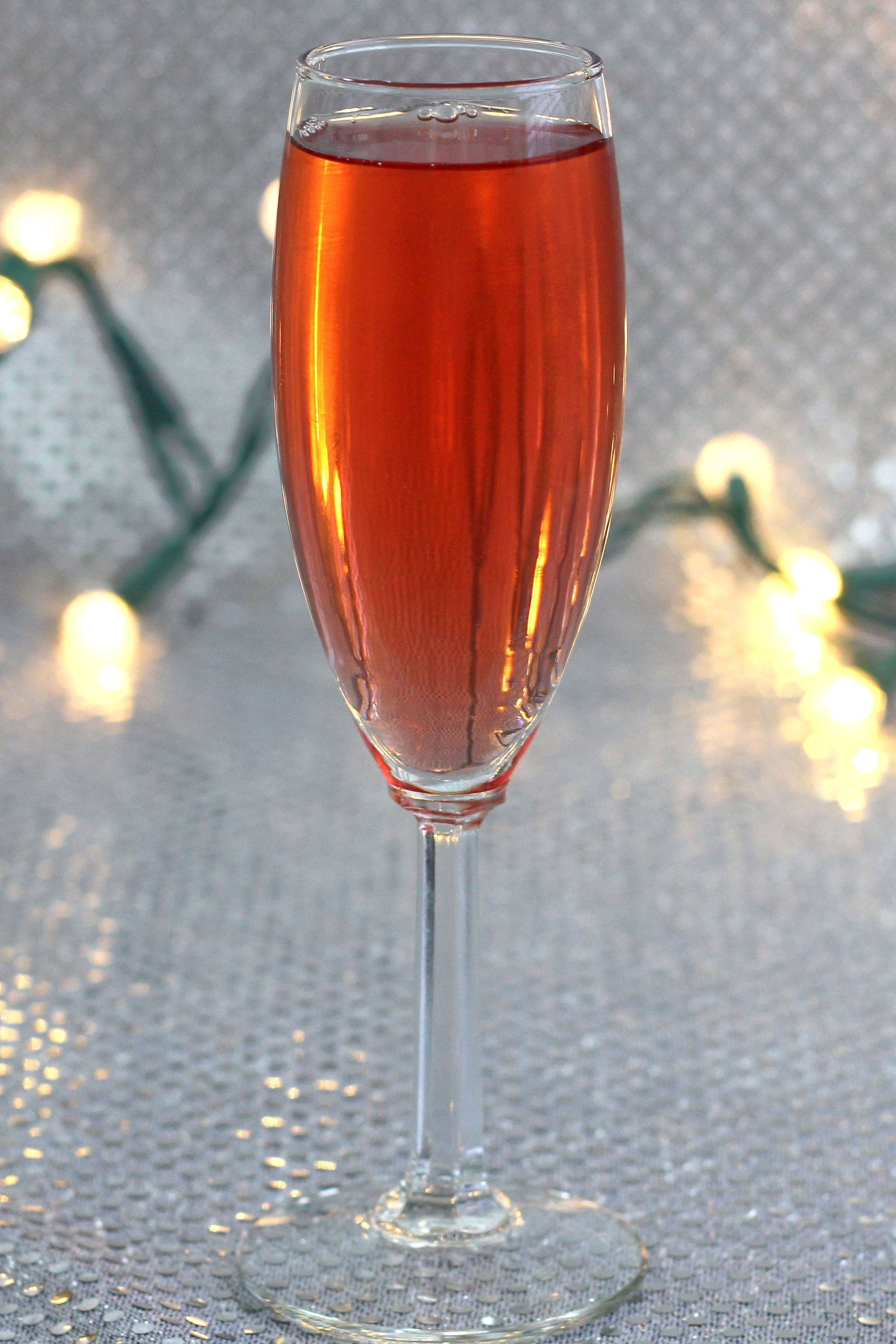 Poinsettia Drink A Champagne Cocktail Recipe Poinsettia Drink Alcoholic Cocktails Champagne Cocktail