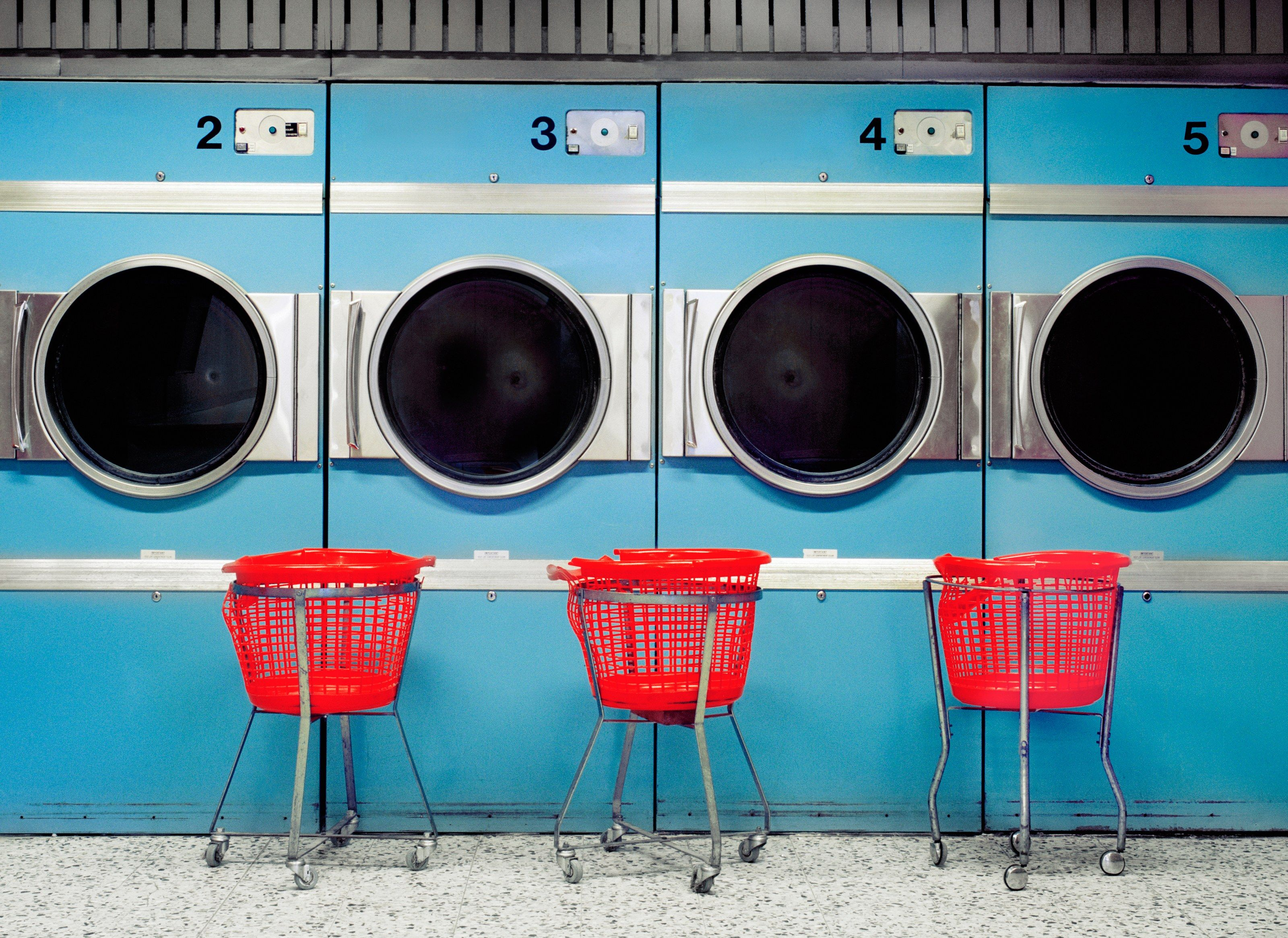 16 Old School Laundromats That Are So Bad They Re Good Laundry Shop Laundromat Laundry
