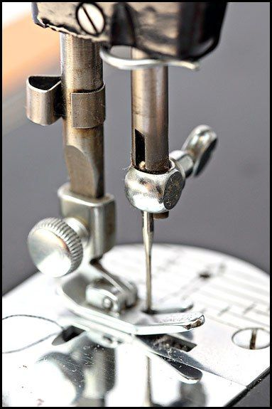 Which Way Round Does The Needle Go In A Vintage Singer Sewing Extraordinary Treadle Sewing Machine Needles