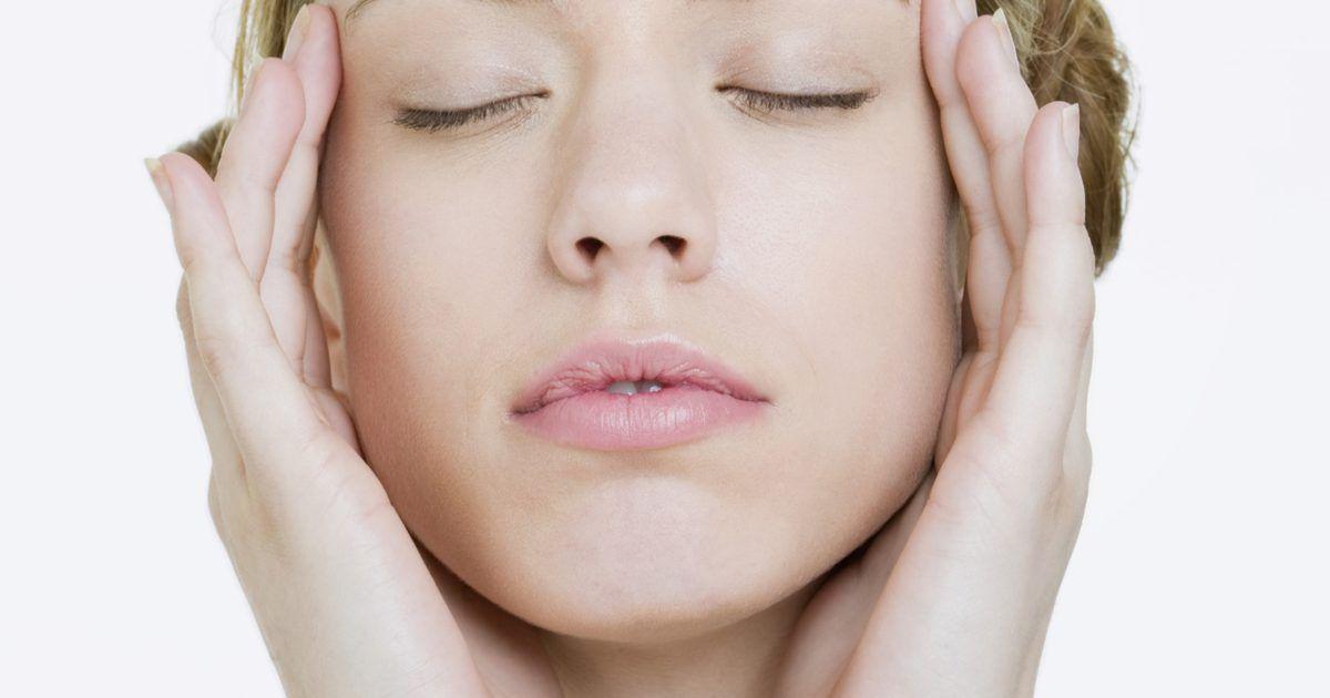 Como melhorar a circulação sanguínea facial para uma aparência mais jovem. A má circulação sanguínea não só representa a possibilidade de sérios problemas de saúde, mas também afeta a aparência, especialmente para uma pele em processo de envelhecimento. A má circulação sanguínea faz com que a pele fique irregular e manchada, principalmente a do rosto. Aumentar a circulação sanguínea facial pode melhorar o aspecto e dar ...