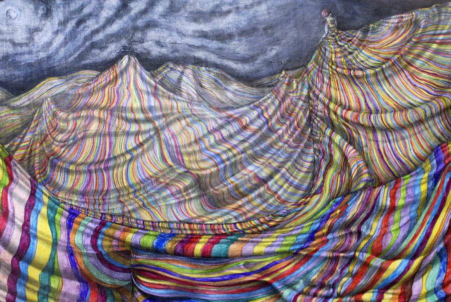 """Dotada de una creatividad asombrosa y un gran talento, la pintora e ilustradora Diana Martín crea seres únicos y fantásticos. Originaria de la ciudad de Guadalajara, la chica de cabello morado ha expuesto en diferentes partes del mundo, recientemente expuso en la Galería Raúl Anguiano del Consulado General de México en Los Ángeles, presentando """"Extraños …"""