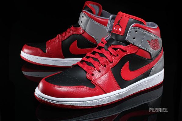 Nike Air Jordan 1 Mid – Fire Red / Black – Cement Grey – Reflective Silver