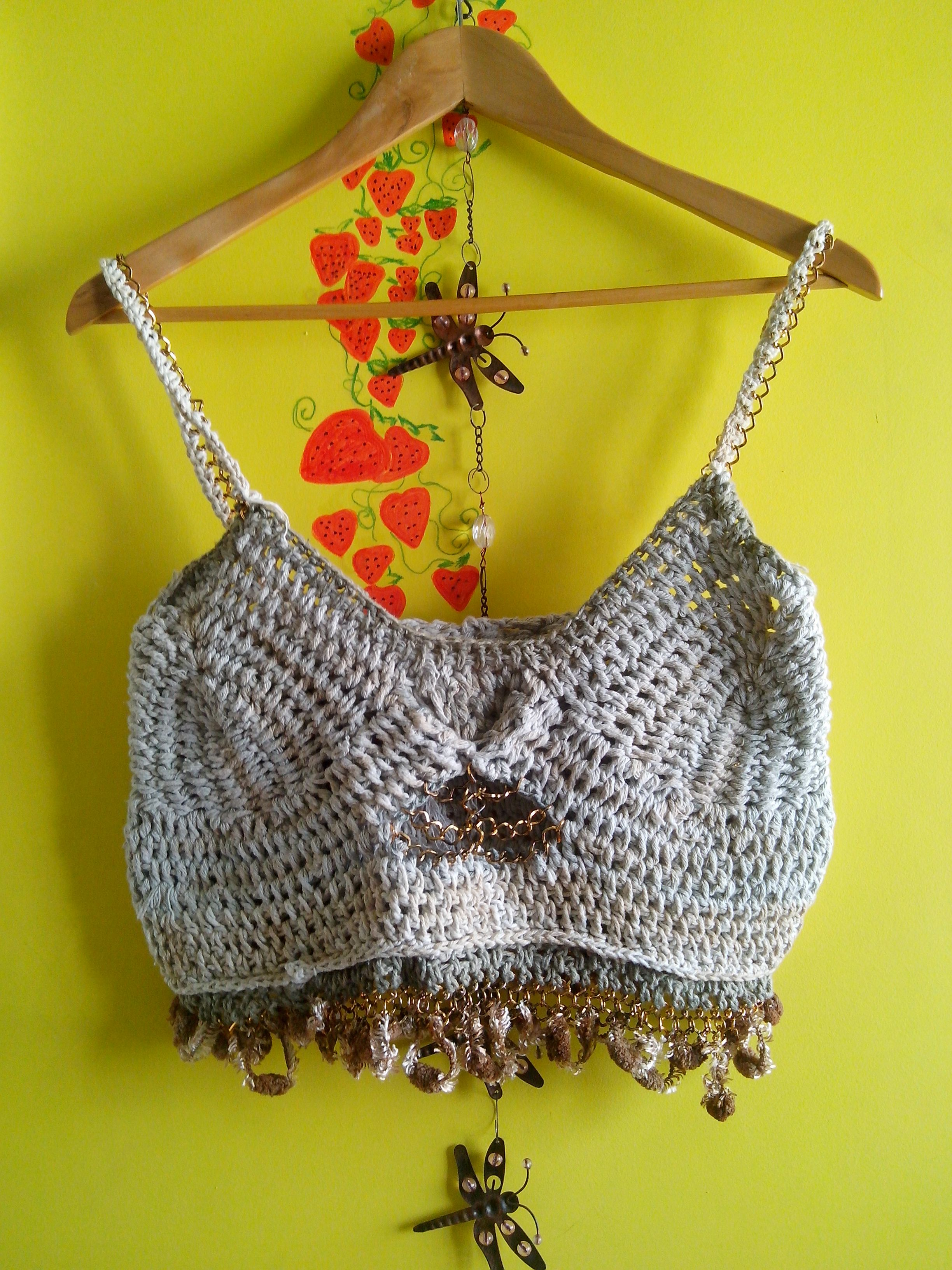 Top de Crochet https://mirelando.wordpress.com/2015/02/08/corrente-cafe-e-morangos/