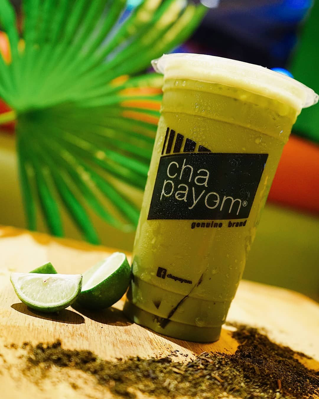 ☀️ Feeling THIRSTEA? ☀️ On these hot and hazy days, cool down with our fresh and cold Thai Green Tea with your choice of toppings. 😎