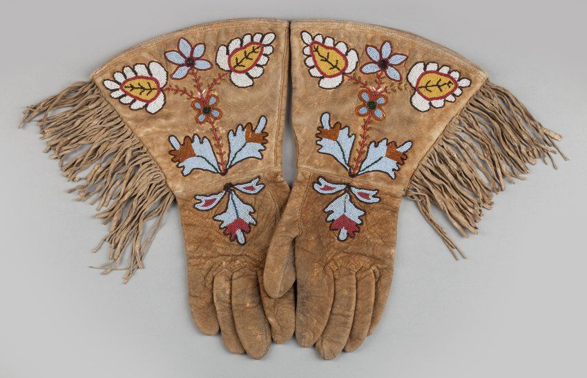 A PAIR OF PLATEAU BEADED HIDE GAUNTLETS. c. 1890...