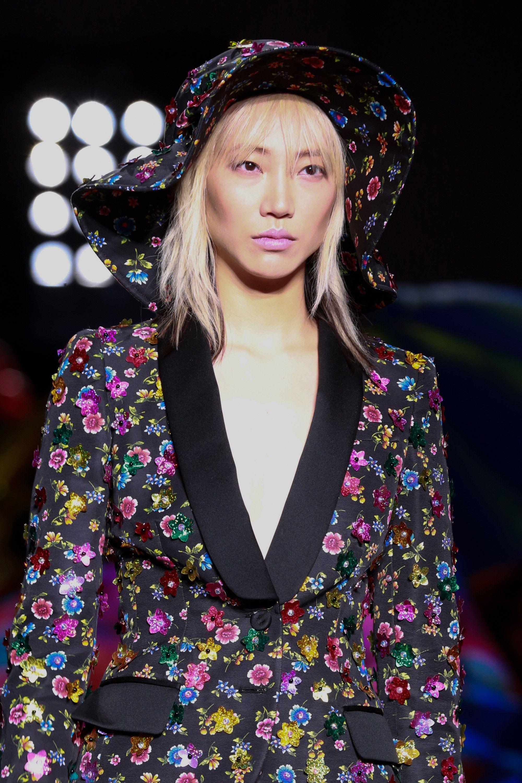 Moschino Resort 2017 Fashion Show Details