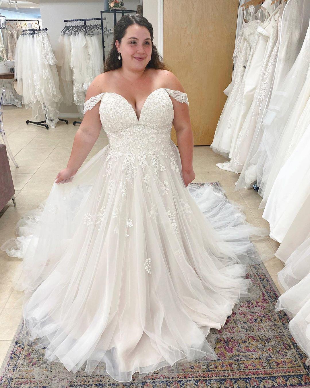 Stella York Plus Size Lace Wedding Gown Wedding Gowns Lace Curvy Wedding Dress Top Wedding Dresses [ 1350 x 1080 Pixel ]