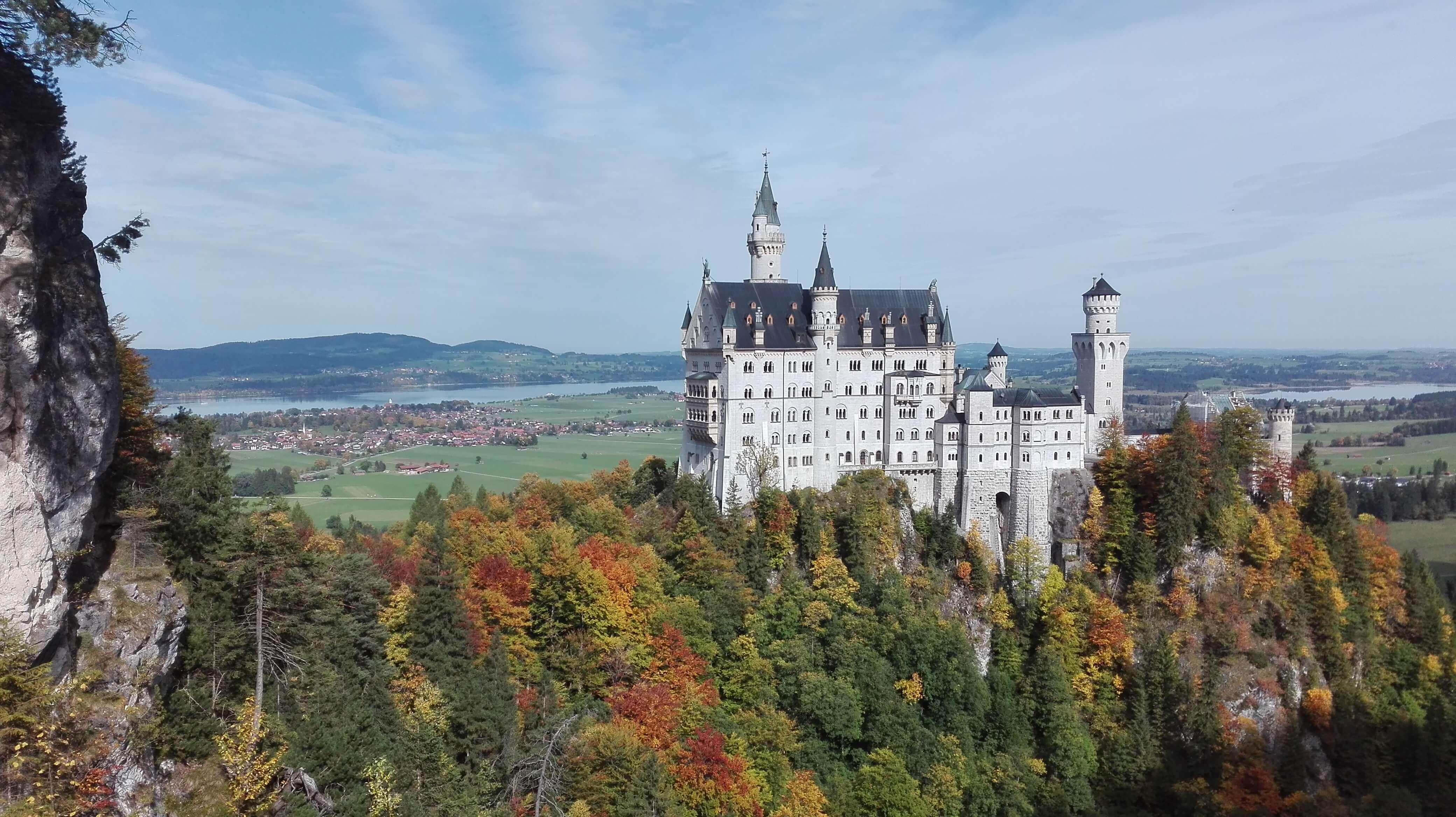 Wunderschones Ostallgau Der Alpsee Und Schloss Neuschwanstein In 2020 Schloss Neuschwanstein Monument Valley Neuschwanstein