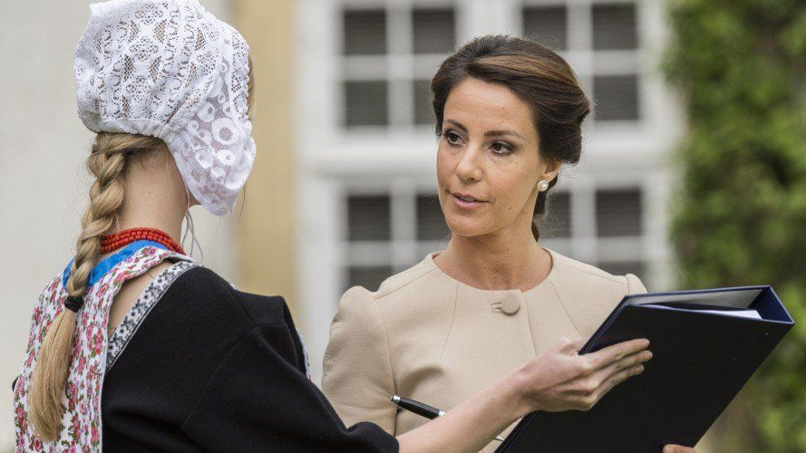 Princess Marie signs the christening documents.