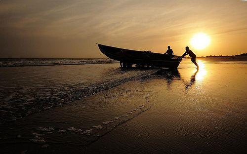 Pescadores saindo para o mar