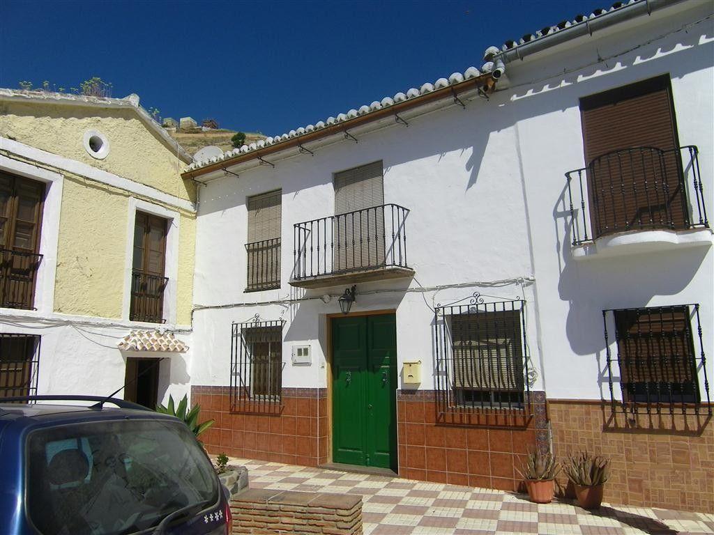 www.1casa.com A beautiful, large & refurbished Spanish ...