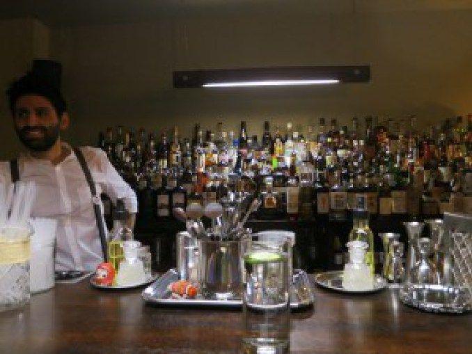 Paris Cocktail Talk: The Pilot – 52 Martinis