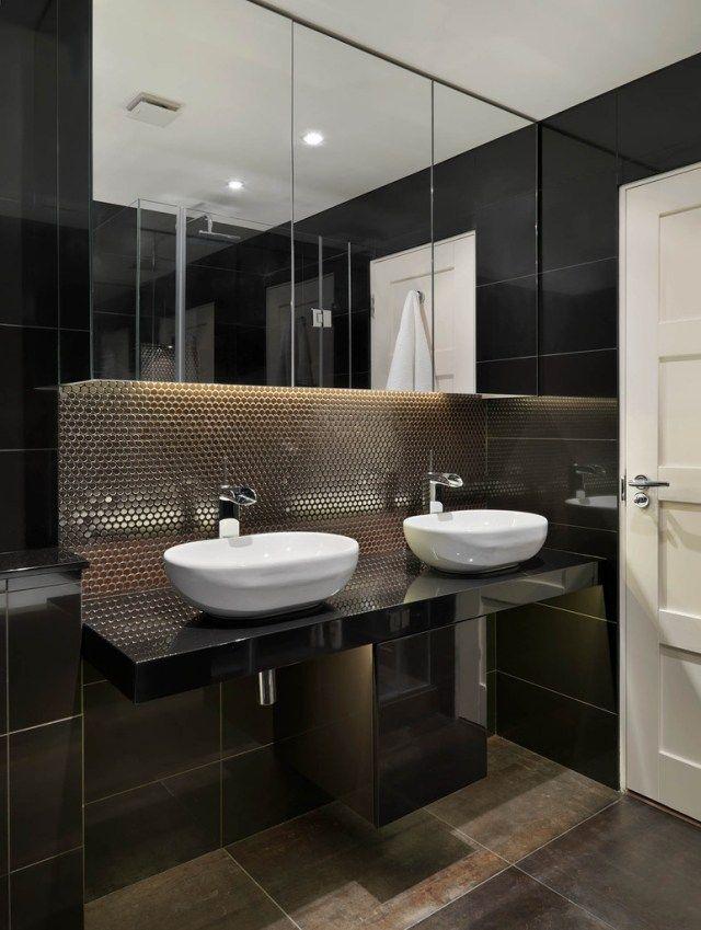 Badezimmer Dunkle Fliesen Metall Optik Doppel Waschtisch