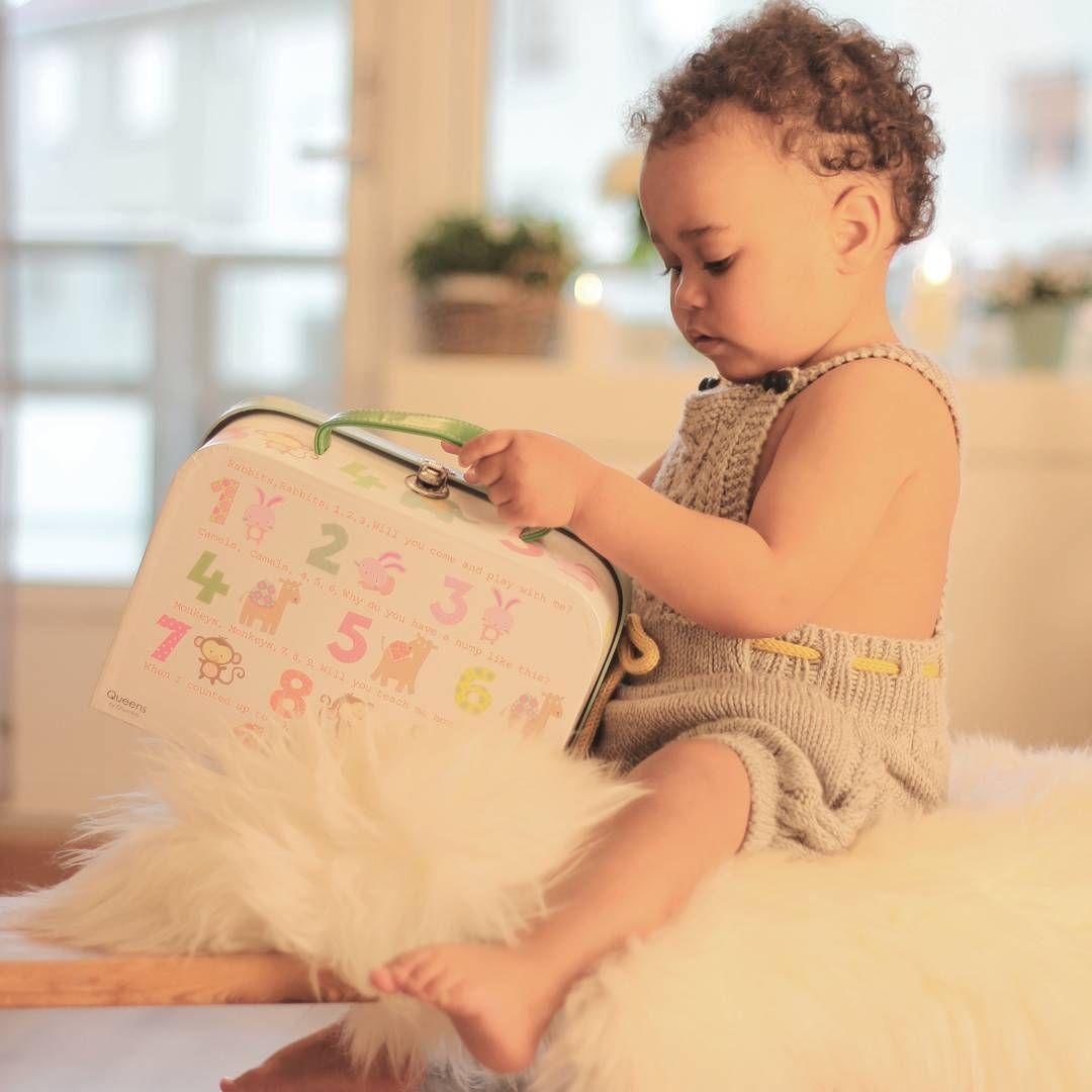 «Lillebror dresses opp i babyrumpere. Er vel snart for stor  #olasshorts fra @knitsandpieces  #strikkedilla #strikkemamma #knits»