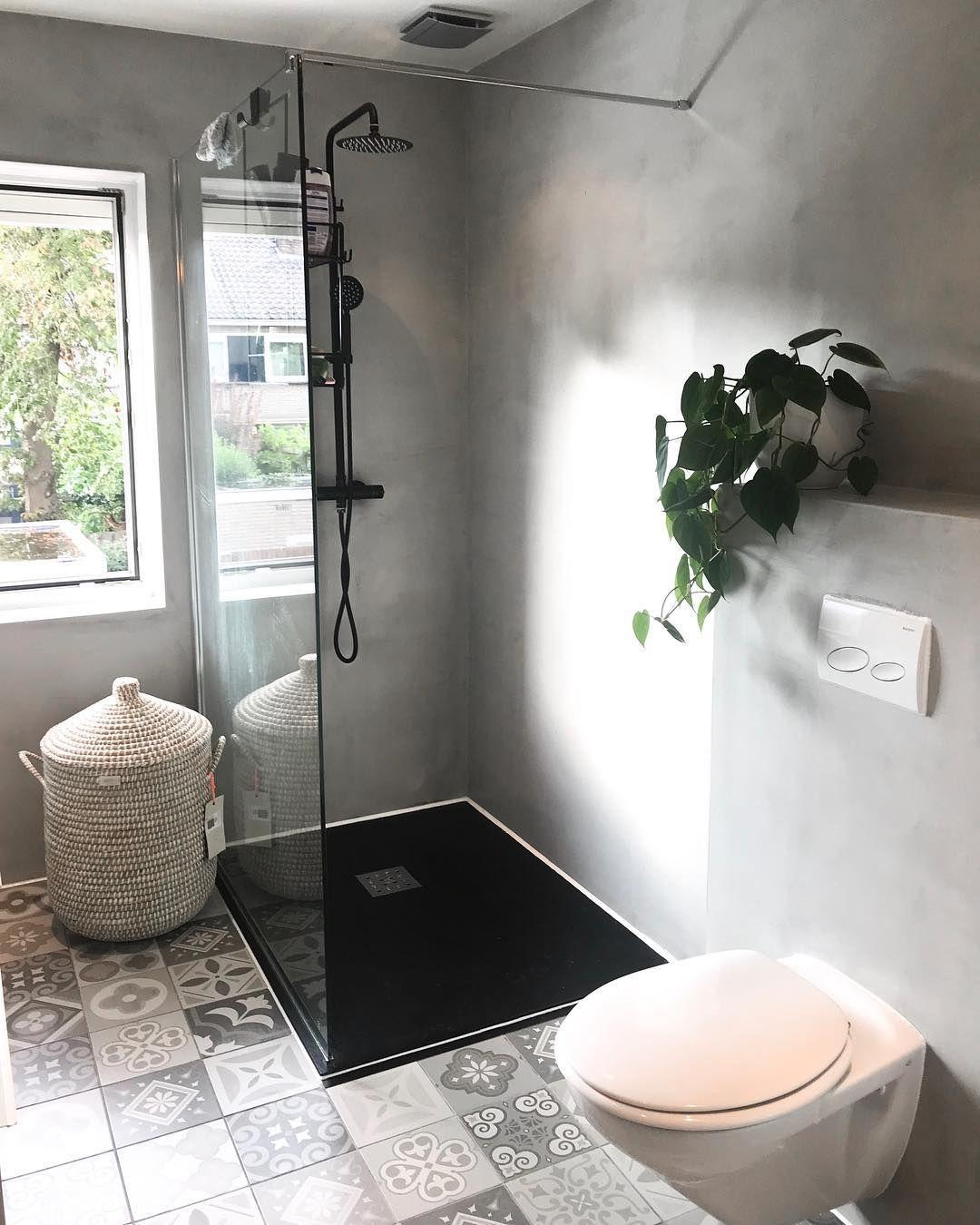 • Day off 🖤🌿 • • • #badkamerinspiratie #homedeco #interieuraddict #showhometop5 #bathroom #betoncire #scandinavischwonen #binnenkijken…