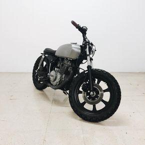 The XS400 #yamaha #xs400 #motorcycle #cuatom #brat #caferacer #scrambler #tracker #built #yardbuilt #yamahacaferacer #bike #ride #metal #steel #tank #black #BMCO (at BORN)