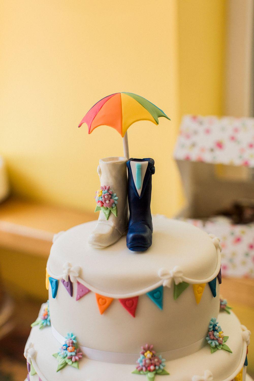 Uk Wedding Blog Ideas Planning Festival Wedding Cake Rustic