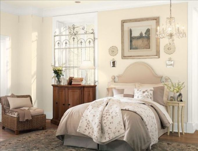 The best cream paint colours benjamin moore benjamin for Creamy neutral paint colors