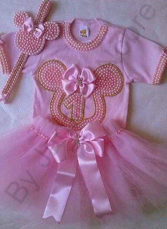 f40e058675 Kit Minnie rosa Contém no Kit  1 body (tamanho do RN ao 3 anos) 1saia Tutu  1 faixa e 1arquinho com pérolas Favor antes de comprar informar o tamanho  ...