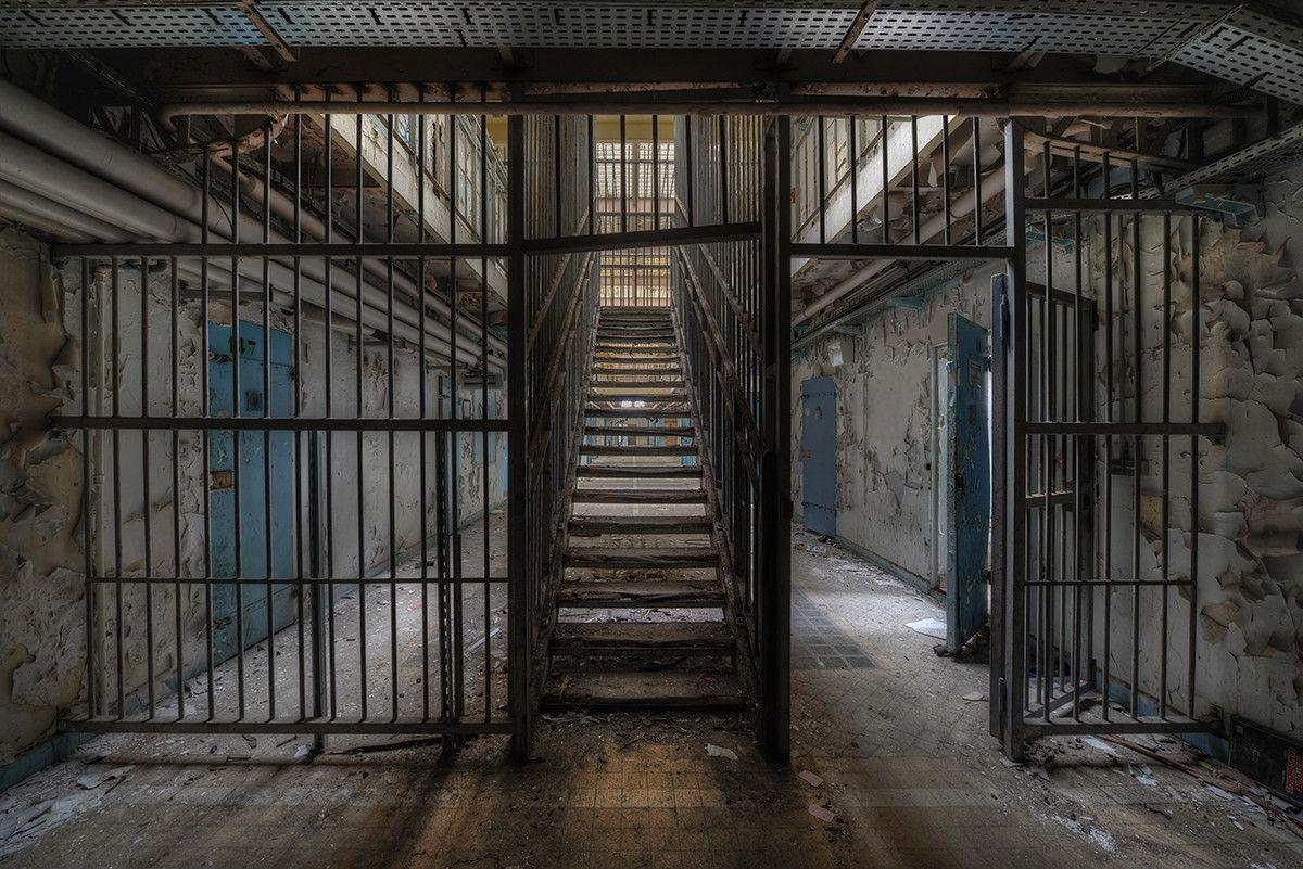 Пин на доске Abandoned interiors