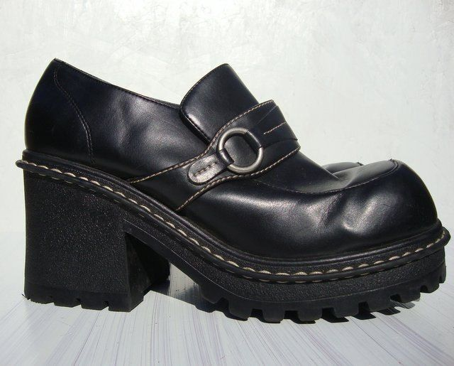 aff50047e6554 90s Black Chunky Platform Shoes Size 10   Platform shoes;);)   Shoes ...