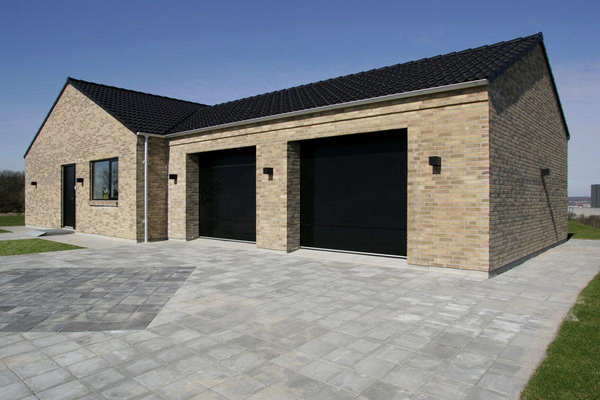 Integreret dobbelt garage. Udendørs indretning, Huse