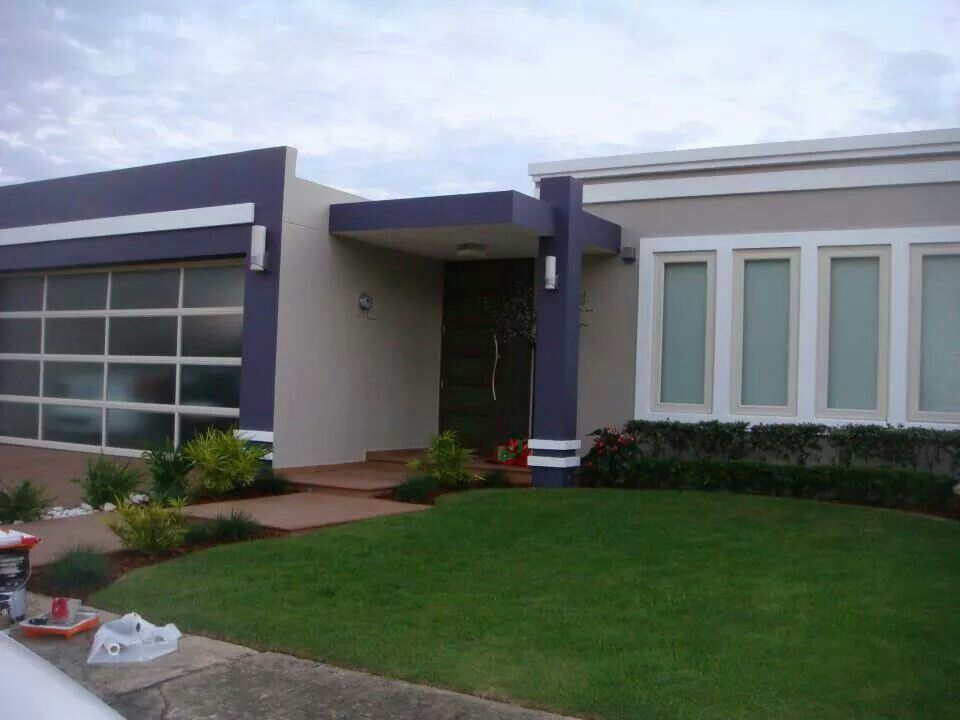Azulejo y gris casas pinterest gris fachada casas y for Casas modernas terreras