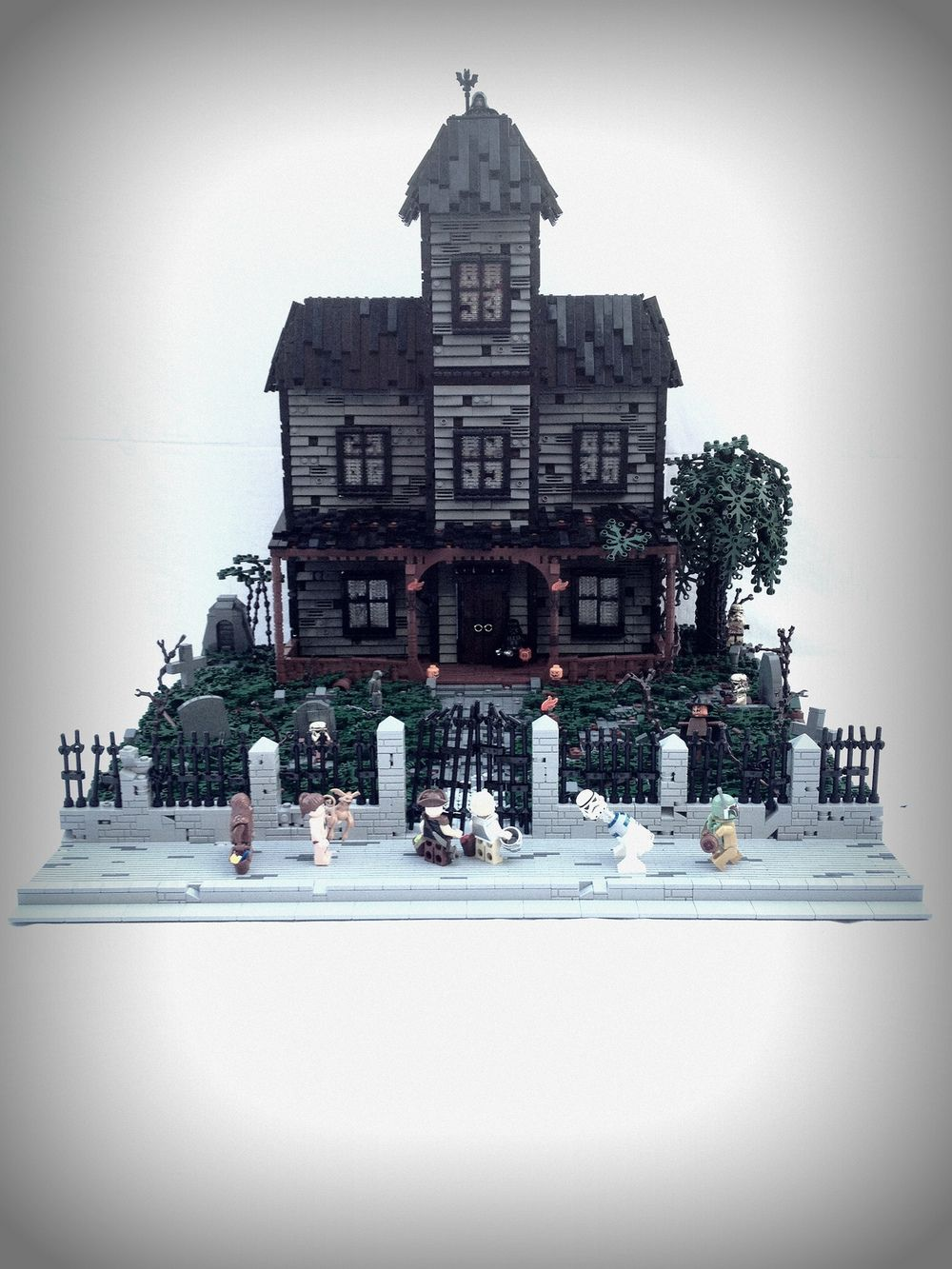 Yes The Monster Fighters Haunted House Is Nice I Even Gave It Five Out Of Five Nerdlys In My Latest Epi Lego Haunted House Star Wars Halloween Lego Halloween