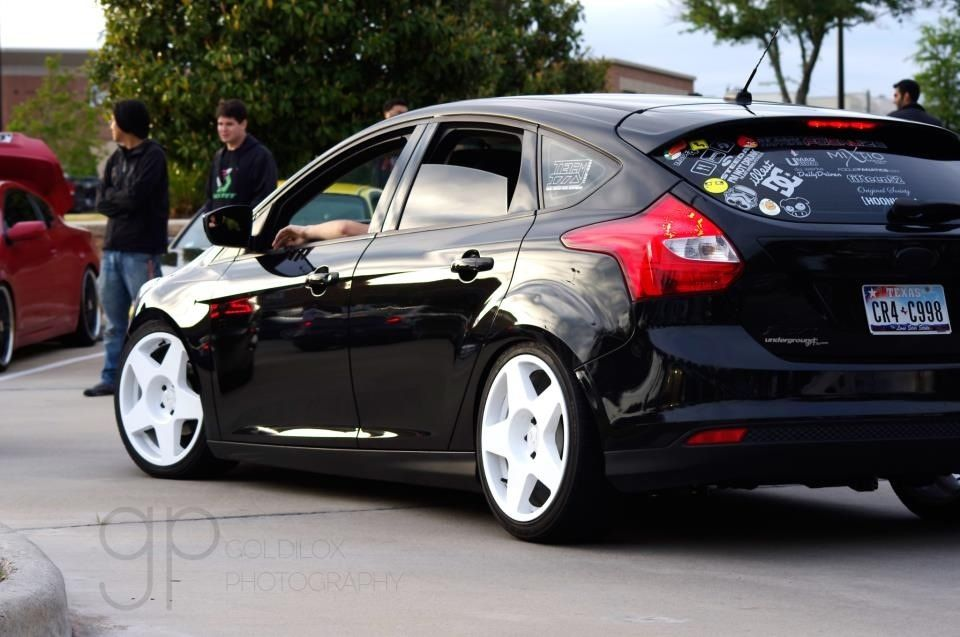 Black Focus Mk3 With White Tarmacs Ford Focus St Ford Focus Ford