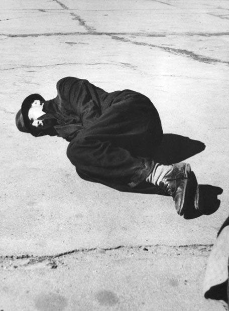 Dorothea Lange - Skid Row, San Francisco, California (Great Depression), 1937. S)